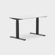 Serie[P] 120 x 80 cm, Sitt/stå, ben i svart, Skiva i laminat vit